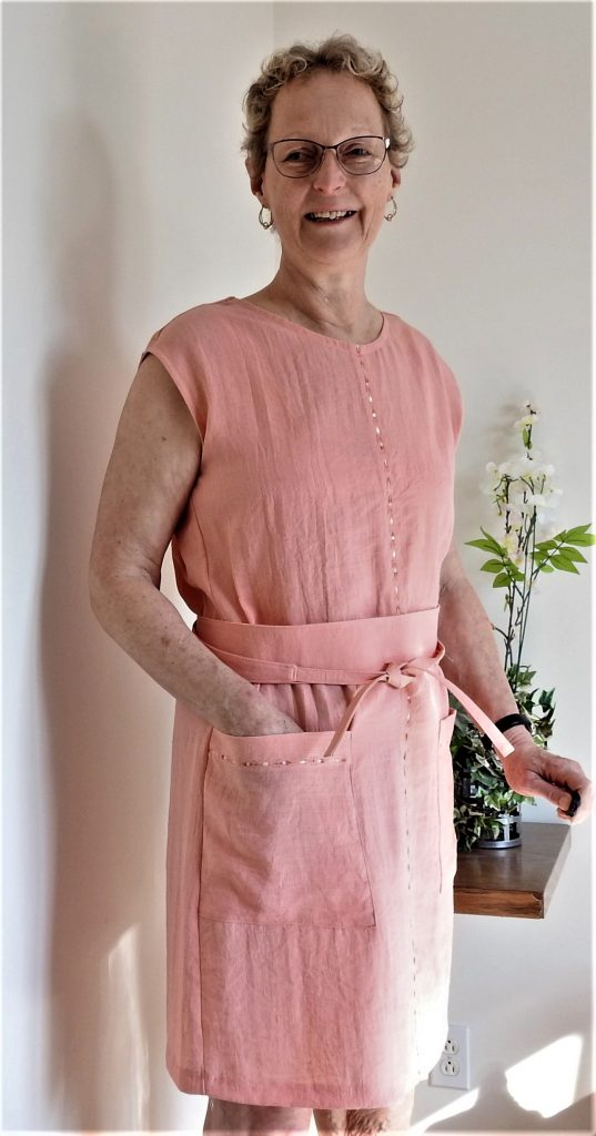 Jalie's Bianca dress in slub linen look is a great way to celebrate Spring and Summer fabrics.